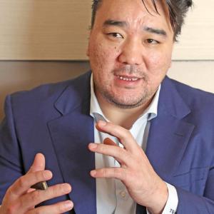 【速報】日馬富士、絵を描く