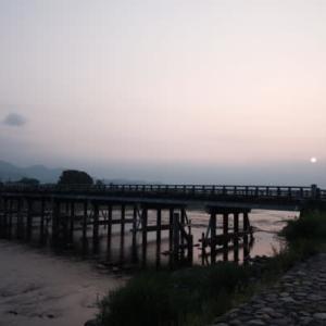 早朝の渡月橋
