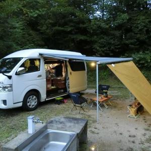 いきなり土砂降りの雨!でも車中泊キャンプなら安心です