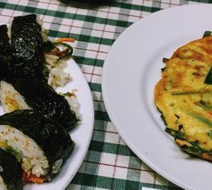 キンパは小さいお弁当、具沢山な韓国海苔巻き。