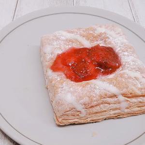 サクッとサクサク!ファミマ「サクッと食感のフルーツパイ(いちご)」の口コミとカロリーです♪