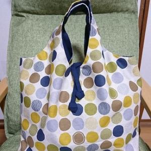 リバーシブルのバッグ