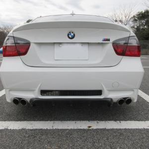 BMW M3 デフューザーをムリ装着