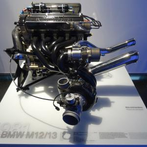 BMW 究極エンジンは6気筒ではない!