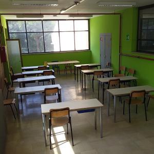 教室が足りなくて