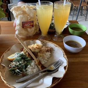 バリ島POINT CAFE!毎週月曜日が楽しみです&人気でーすアラベスクガムランボールヘアゴム