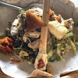 ランチにバリ島伝統料理を116円で食べて来ました・・・・財布に優しいなぁ~