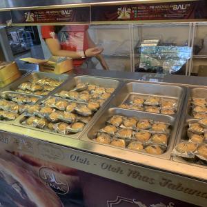 """バリ島のお土産屋さんPie Susu - Pie Kacang """"BALI""""が人気"""