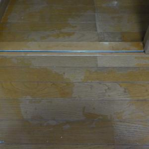 マダラになった床のハクリ・換気扇のフィルター塗装他(鹿児島市の空室クリーニング)