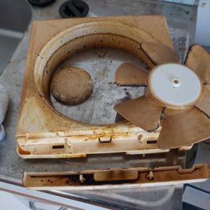 換気扇・エアコンフィルターのヤニ汚れ取り(鹿児島市の空室クリーニング)