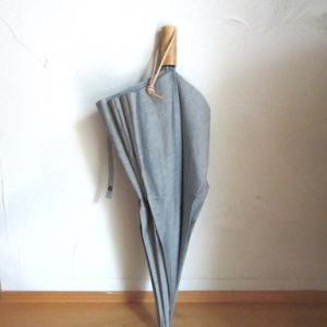 お気に入りの シブい傘と、雨の日の 今日の服
