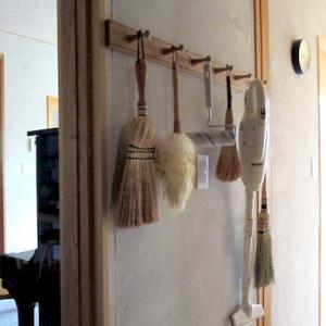 ささっと使える掃除道具の収納と、お気に入りのマグネットフック