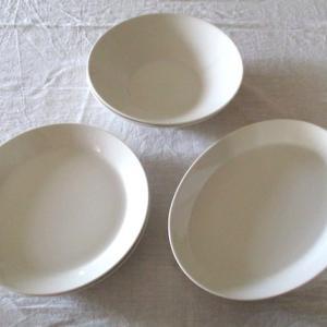 新しい 白いお皿と、春の風景