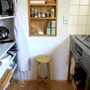 """キッチンスツールに使っている、ちょっとなつかしい 松野屋の """"日本の丸椅子"""""""
