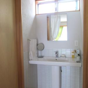 夏休みの片付け・・リビング横の洗面台と、小さなミラーキャビネット