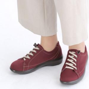 【トップドライ】TDY3961 ワイン ■伸靴紐は伸縮性があるため、スリッポン感覚でそのまま脱ぎ履きしやすいレディススニーカーです。