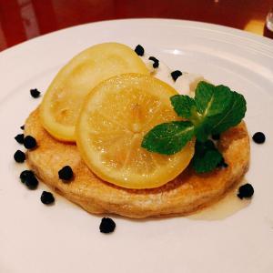 瀬戸内レモンのチーズムースパンケーキ【サロン・ド・テ サブリエ】