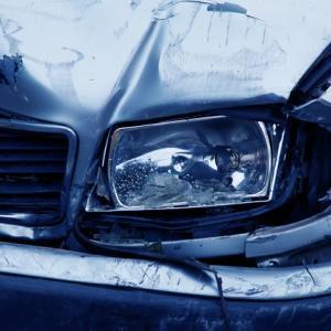 【個人賠償責任保険】息子がよそのお宅の車に自転車で傷をつけてしまった時の私の体験談