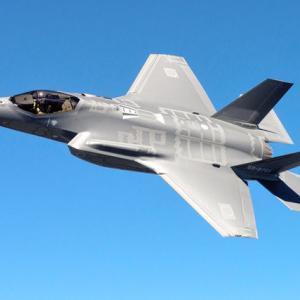 【捏造パヨク】朝日新聞「戦闘機F35A、1機あたり40億円も割高で調達!」 ⇒軍事ブロガー「今は安くなっているのですが…」