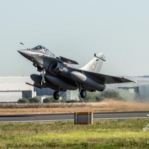 【インド】フランスから購入のラファール戦闘機が到着 軍事力強化で中国をけん制か
