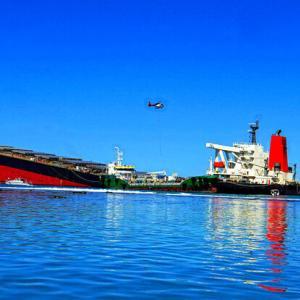 【ウィーフィー】モーリシャス沖での貨物船座礁事故、Wi-Fi接続求めて陸に近付き座礁か
