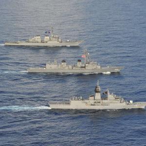 【海上自衛隊・護衛艦きりさめ】南シナ海で日米豪3か国共同訓練で共同運用性の向上と相互理解を深めました