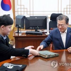 【真偽不明】中学生が「韓国海」表記の古地図寄贈 文大統領「貴重な資料」