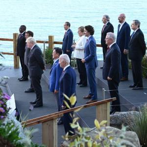 【真実に発狂】韓国メディア「文大統領がG7集合写真で最前列に立った本当の理由」=韓国ネット「わざわざ妬んで取材するなんて。本当に韓国の国民か?」