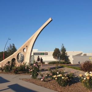 南半球一大きい反時計回りの日時計 in Singleton