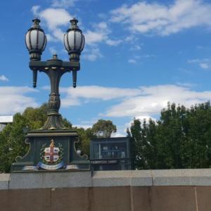 歴史的建造物 メルボルンのヤラ川に架かるプリンセスブリッジ