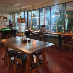 アレクサンドリアにある24時間営業の洗車場に併設されたカフェがオシャレだった