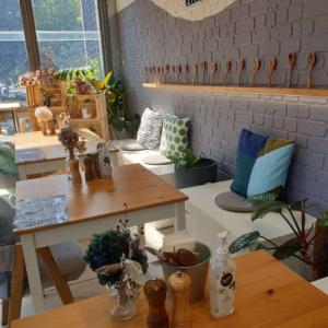 おしゃれだけど一風変わった日本食が食べられるカフェ⁉︎チッペンデールの『リトルスプーン』