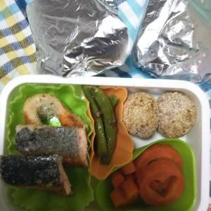 女子中学生弁当、鮭のカツレツ他