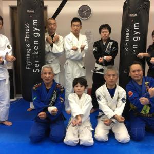 昨日11月17日(日)は9人で『セリケンジム』さんにて基礎運動+デラヒーバスイープ+スパーリング♪  東京都練馬区TOYATT柔術練習会