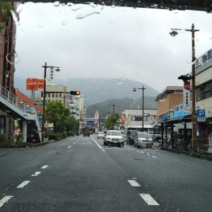 梅雨の津島支所付近国道沿い