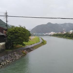 梅雨の津島町岩松をウォーキング