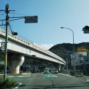 梅雨晴れの吉田町国安川沿い