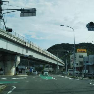 梅雨空の吉田町国安川沿いを営繕前橋へ