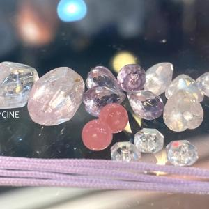 ピンク色の天然石を使った夏が似合うキラキラなパワーストーンブレスレット②