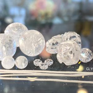 薔薇と雫と雪をもう1本♪キラキラ透明なブラジル水晶と優しいヒマラヤ水晶の新作です②