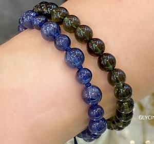 青いパワストーンブレスとモルダバイトのM様♪と緑色の石が増えてきた私とお土産と➀