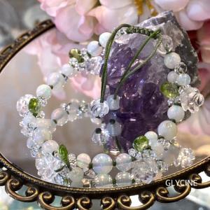 キラキラな水晶と虹色のオパールと鮮やかグリーンのペリドットで新作パワーストーンブレスレット②