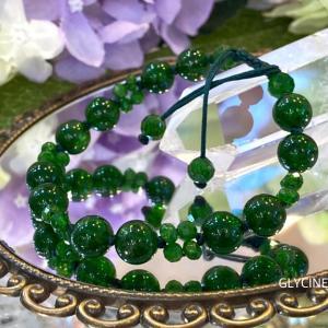 美しすぎる深いグリーンの天然石♪クロムダイオプサイドでお供ブレスを作りました①