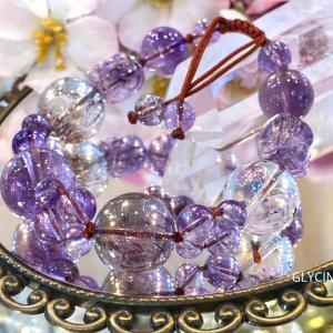紫色の天然石をテラコッタ色の紐で編んで可愛いパワーストーンブレスを作りました♪2本目も素敵です①