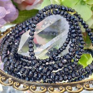 新しい黒いキラキラ輝く天然石がやって来ました♪キラキラギラギラドキドキです~(*^^*)