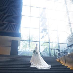 【結婚式当日③】ホテル内で注目を浴びながら大階段で前撮り!