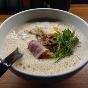 【DUCK RAMEN-EIJI】見た目も味もインパクト大!滝川産の鴨出汁スープで一人ラーメン