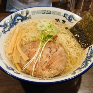 【逍遙亭(しょうようてい)】塩にこだわり!釧路発のあっさりコク旨な体に優しいスープで一人ラーメン