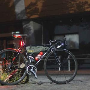 ロードバイクで「ホタルを見に行くナイトライド」。 都会にも意外とホタルの生息地がある