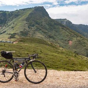 毛無峠と渋峠へ。森林限界を超えた荒涼とした風景をロードバイクで見てきた
